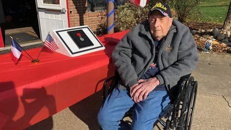 A veteran of World War II decorated with the Legion of Honor in Fayette (...)